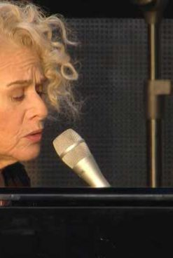 Carole King Plays 'Tapestry' Live For 1st Time: 2016