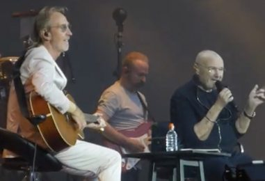 Phil Collins, Mike Rutherford Perform Together: Watch