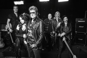 Sex&Drugs&Rock&Roll - Pictured: (l-r) John Corbett as Flash, Liz Gillies as Gigi, Denis Leary as Johnny, Robert Kelly as Bam Bam, Elaine Hendrix as Ava, John Ales as Rehab. CR. Danny Clinch/FX