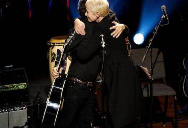 Annie Lennox, Dhani Harrison Sing 'Isn't It a Pity'