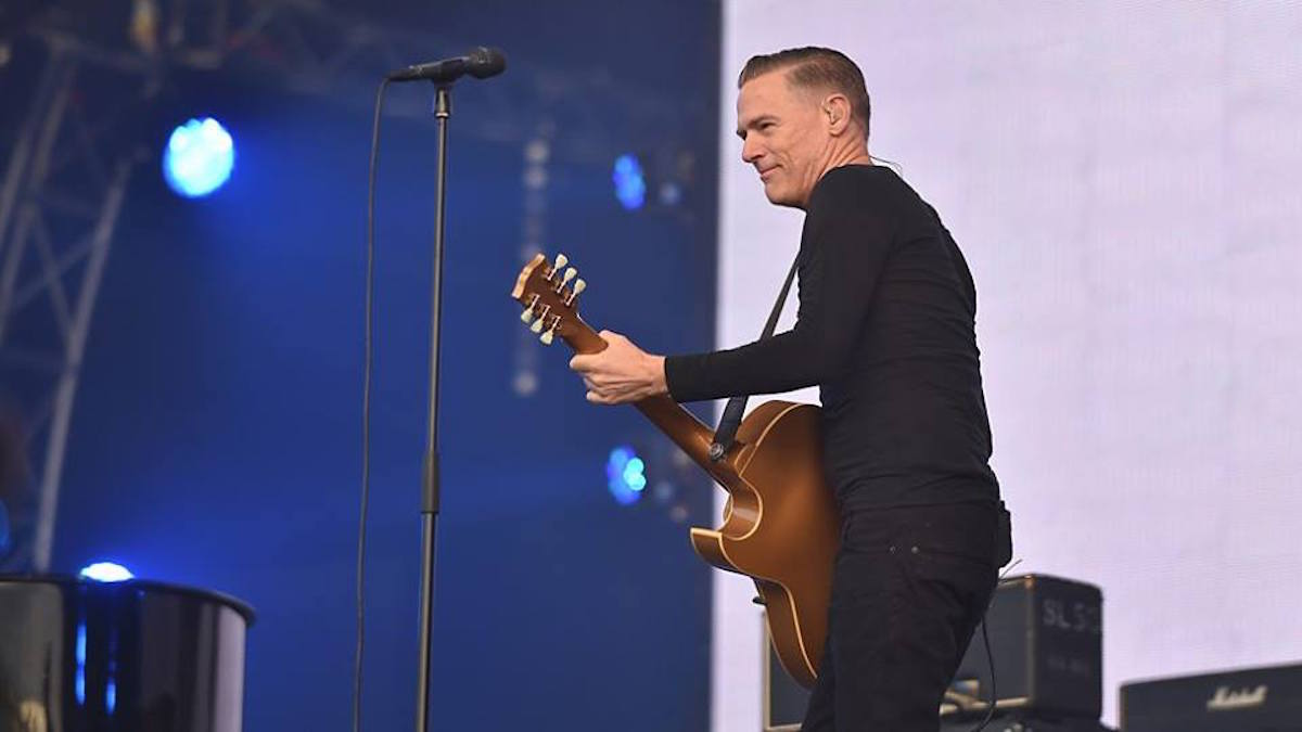 bryan adams concert wins fans hearts and voices best classic bands. Black Bedroom Furniture Sets. Home Design Ideas