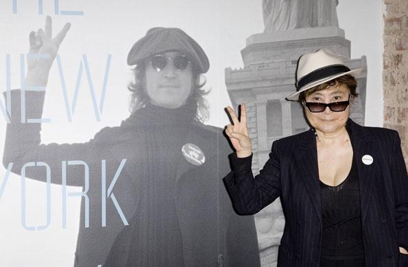 John-Lennon-exhibition-Yoko-peace-003