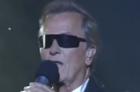 'Smoke on the Water' Sung by… Pat Boone?!