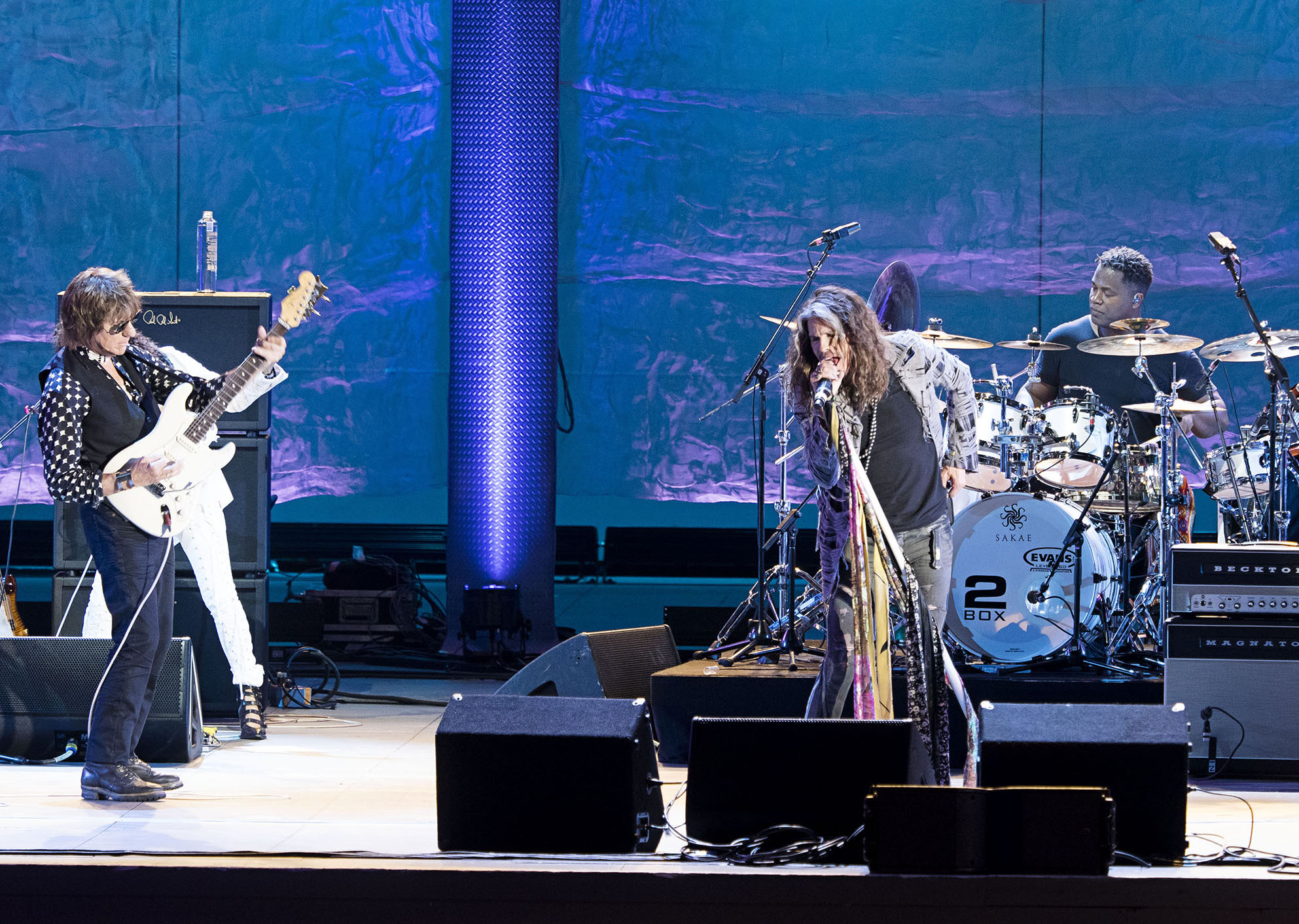 Jeff Beck with Steven Tyler at the Hollywood Bowl, August 10, 2016 (Photo: Ross Halfin)