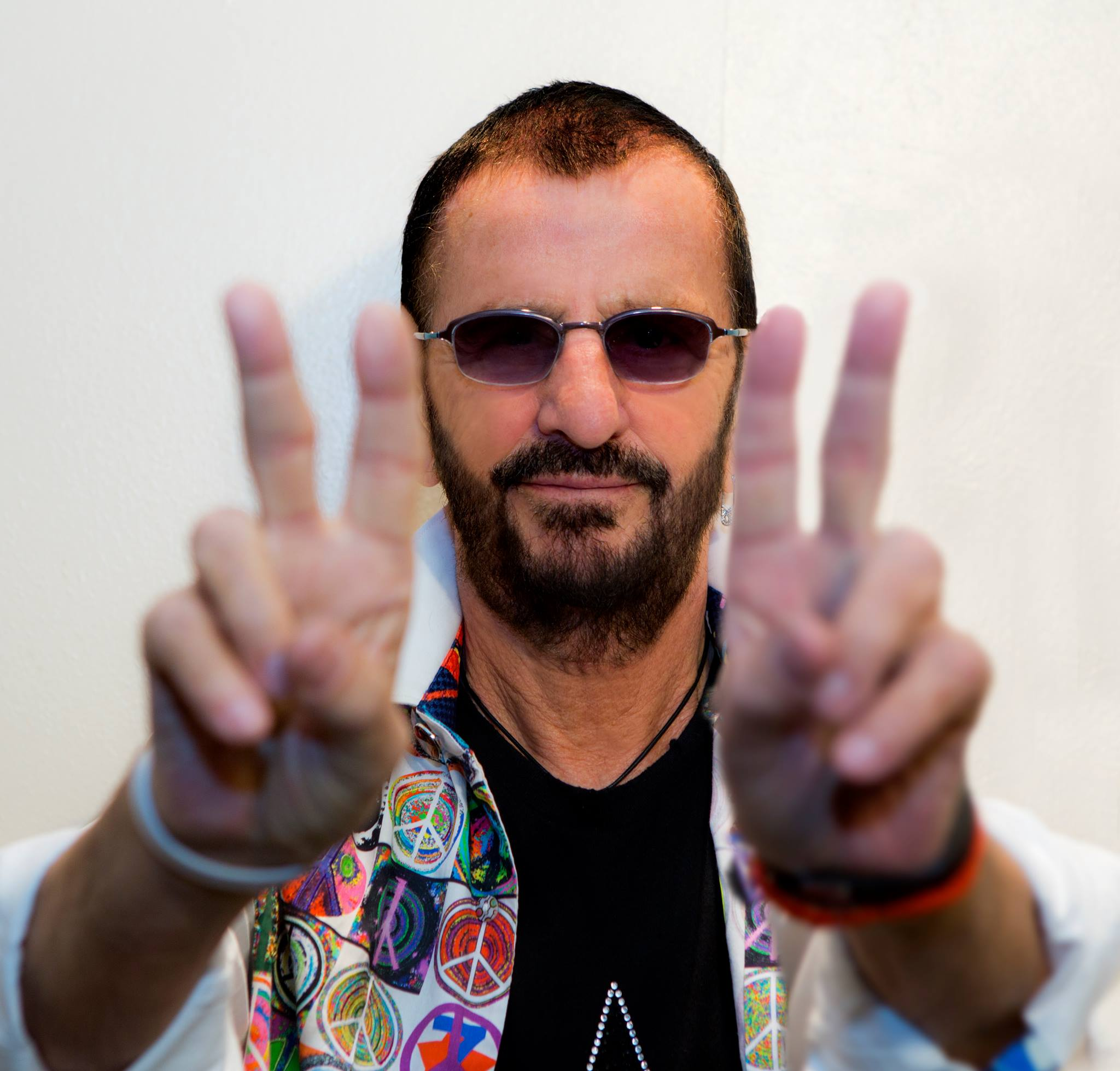 Soon Itll Be Sir Ringo 53 Years After Receiving An MBE In 1965 With His Fellow Beatles Starr Has Been Selected To Knighted