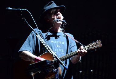 Neil Young Spans Folk to Heavy in Desert Trip Set