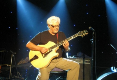 Larry Coryell, Jazz-Rock Guitar Great, Dies at 73