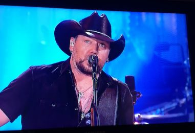 Jason Aldean Opens SNL With Petty's 'I Won't Back Down'