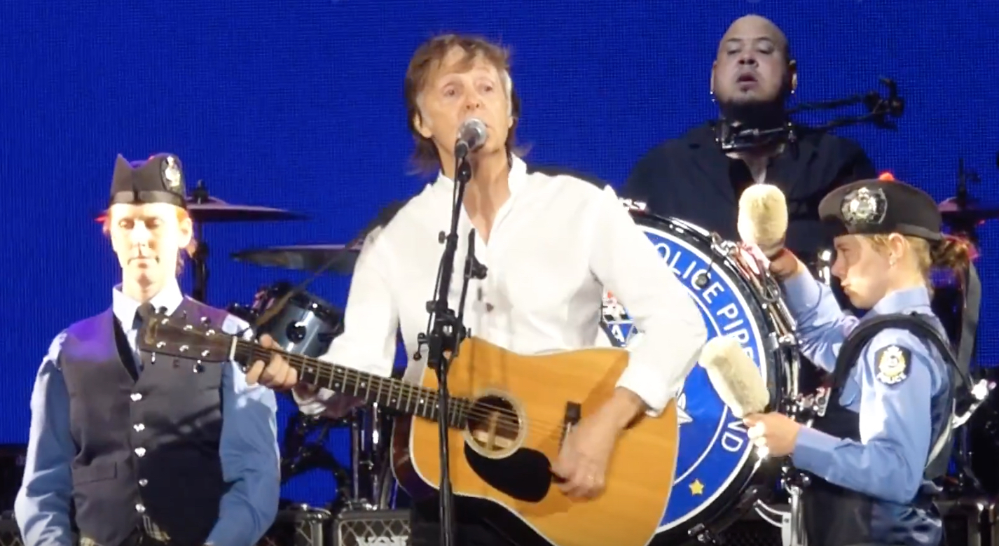 Paul Mccartney Resumes Tour With Bagpipers Best Classic Bands