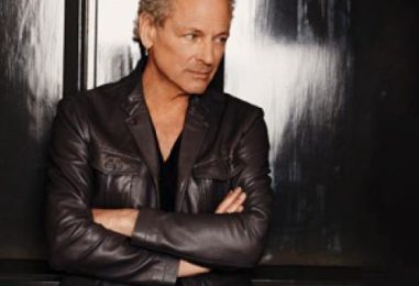 Lindsey Buckingham Returns to Performing—Briefly